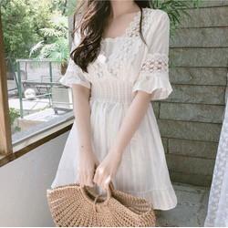 Đầm trắng xoè ren cổ tiểu thư xinh xắn