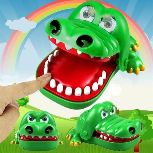 Trò chơi cá sấu cắn tay