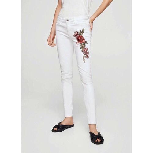 Quần jean nữ màu trắng thêu hoa