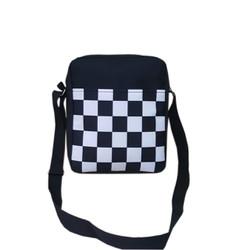 Túi đeo chéo phối họa tiết caro đen trắng