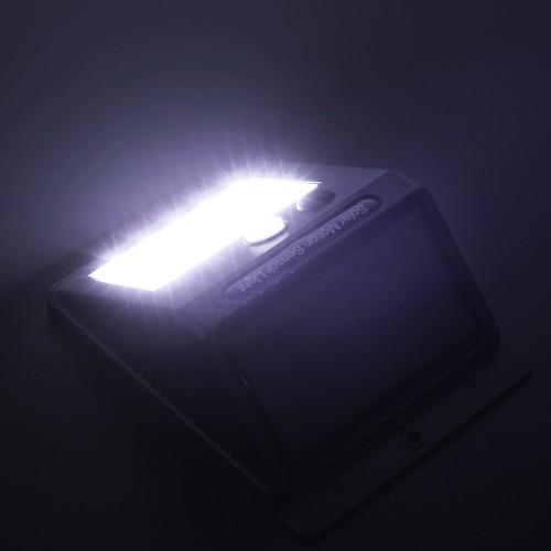Đèn cảm biến hồng ngoại sử dụng năng lượng mặt trời 20 led siêu sáng