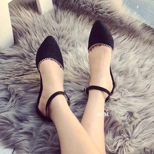 Giày sandal bít mũi viền hạt