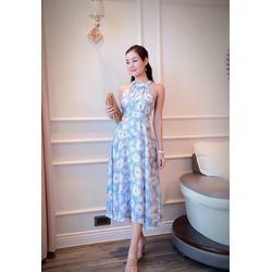 Đầm xòe xanh in hoa trắng cổ yếm hở lưng