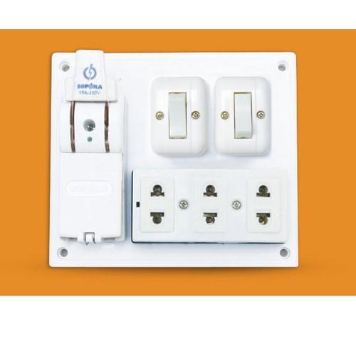 Bảng điện nổi Táp lô 3 ổ cắm 2 công tắc cầu dao 20A 2200W - 4377198 , 10744225 , 15_10744225 , 83000 , Bang-dien-noi-Tap-lo-3-o-cam-2-cong-tac-cau-dao-20A-2200W-15_10744225 , sendo.vn , Bảng điện nổi Táp lô 3 ổ cắm 2 công tắc cầu dao 20A 2200W
