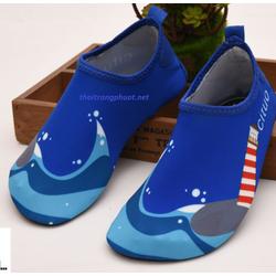 giày cho bé đi biển
