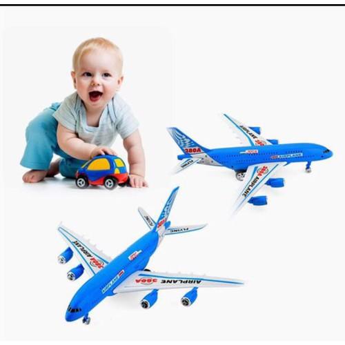 Máy bay Airbus chạy trớn cho bé