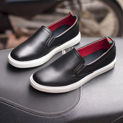 Giày Nam Đẹp -Giày Slip On Nam Aroti Đế Khâu Chắc Chắn Phong Cách Đơn Giản Màu Đen – M498-DEN T