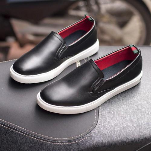 Giày Nam Đẹp -Giày Slip On Nam Aroti Đế Khâu Chắc Chắn Phong Cách Đơn Giản Màu Đen - M498-DEN T