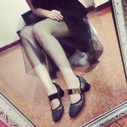 Giày Di đế vuông