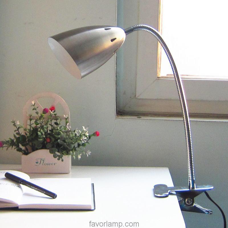 Đèn kẹp bàn học sinh đơn giản