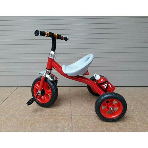 Xe đạp 3 bánh bình nước có bàn đạp cho bé 2 5t