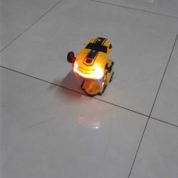 Đồ chơi ô tô biến hình thành Robot dùng pin, phát nhạc,có điều khiển