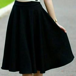Chân váy xòe dài qua gối xinh xinh