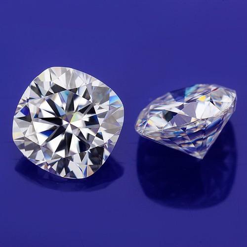 Đá moissanite 5.4x5.4mm cushion cut hiệu ứng bút thử kim cương