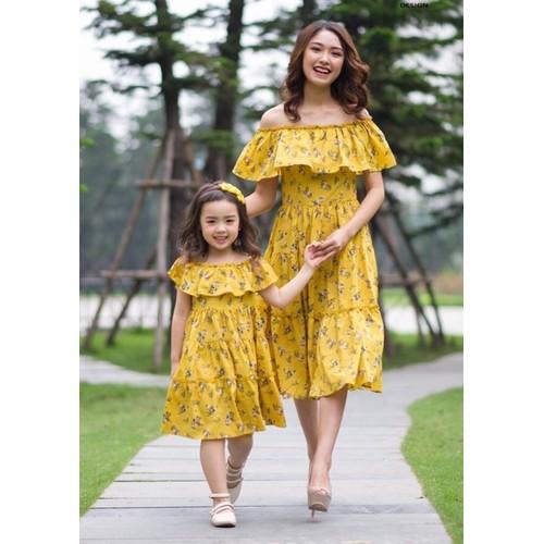 Thời trang Mẹ Bé lụa hoa vàng