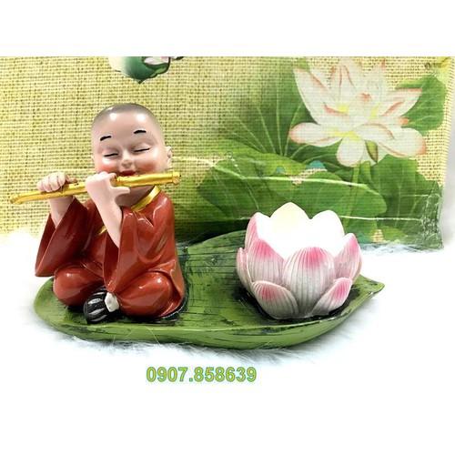 Tượng chú tiểu xông trầm hoa sen