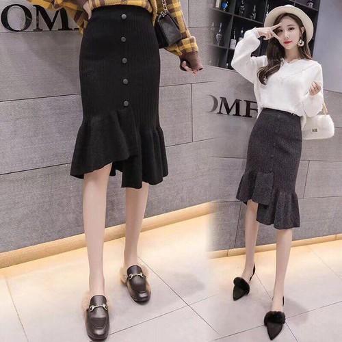 Chân váy len đuôi cá lệch tà cúc giữa thời trang