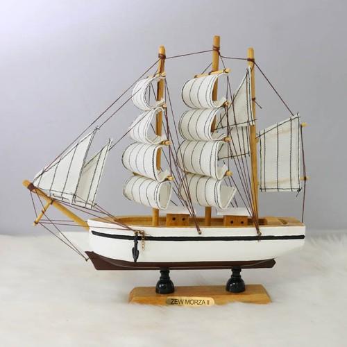 Thuyền buồm phong thủy thuận buồm xuôi gió TBL15