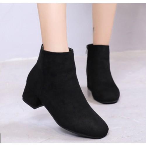 Giày boot ống da lộn đế vuông mũi vuông màu đen