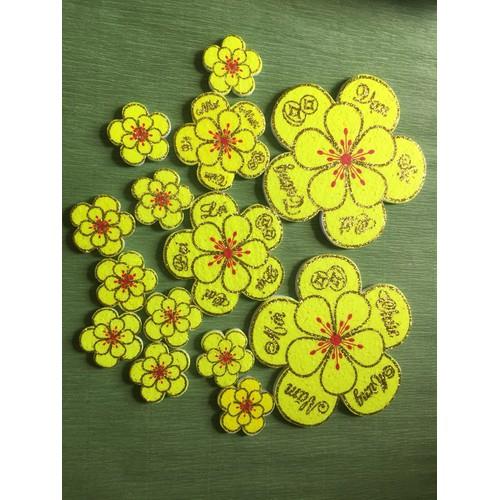 Combo 5 bộ bông hoa mai xốp trang trí tết tặng 1 cuộn băng keo xốp dán , 1 bộ có 14 bông