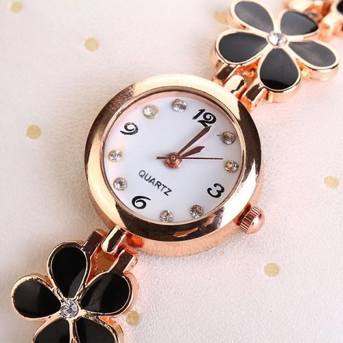 Đồng hồ kèm lắc cổ tay