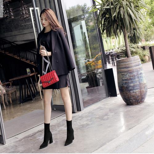 Giày boot nữ cao gót cổ ngắn màu đen GBMN-01BS