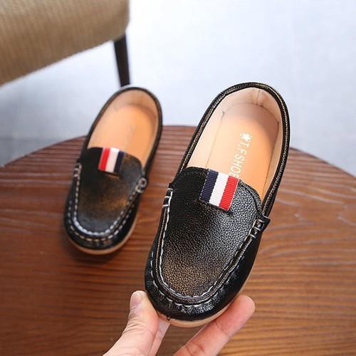 Giày mọi 3 sọc cho bé trai nhỏ diện Noel và tết