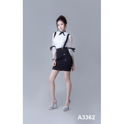 Bộ váy đen áo ren trắng