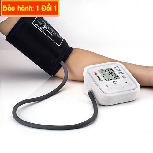 Máy đo huyết áp Arm Style giúp người lớn tuổi có thể tự đo huyết áp dễ dàng