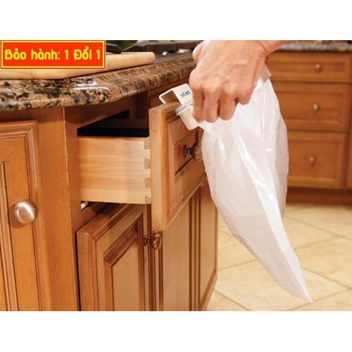 Giá treo túi đựng rác thông minh Attach A Trash rất thay túi nilon rất tiện lợi, nhanh chóng