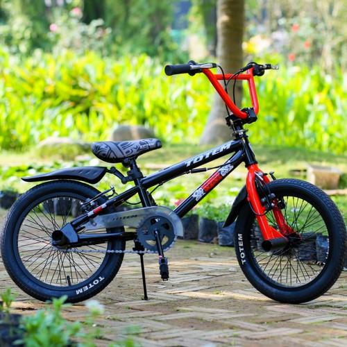Xe đạp trẻ em Xgame Totem 914 - 16 size 16 cho bé từ 4-8 tuổi. Đầu xoay 360 độ. Nhập khẩu nguyên thùng.