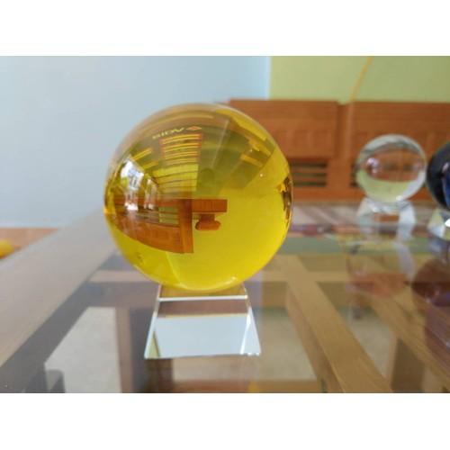 Quả cầu phong thủy pha lê màu vàng hợp mệnh Kim, mệnh Thổ size8