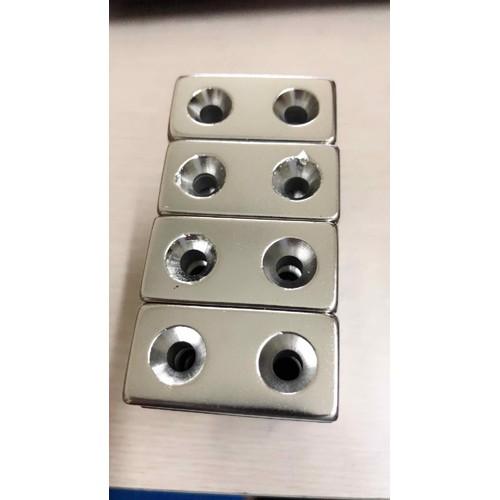 Nam châm trắng chữ nhật 2 lỗ kt 40x20x10mm loại 1 viên