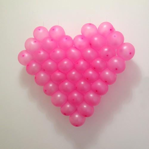 Khung trái tim kèm bóng