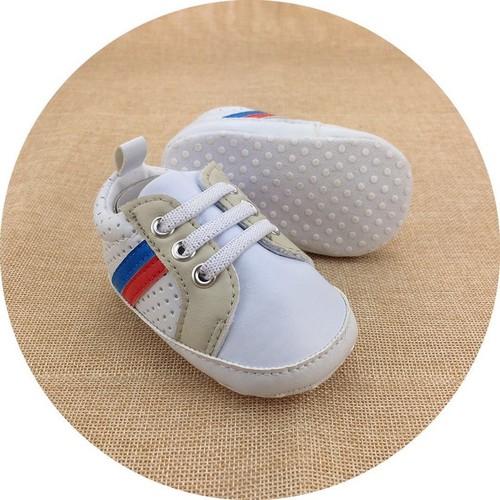 Giày tập đi dáng thể thao trắng cực xinh cho bé