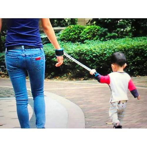 Vòng tay có dây chống lạc cho bé khi ra ngoài