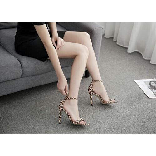 Giày sandal cao gót họa tiết beo