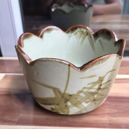 Khay gốm màu nâu rêu mộc viền hoa size trung 11.5x8cm