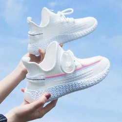 giày trắng ra sáng đổi màu viền