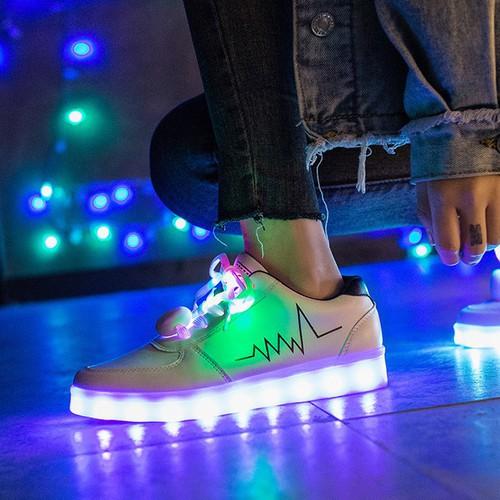 Giày phát sáng màu trắng nhịp tim màu đen phát sáng 7 màu 11 chế độ đèn led tặng kèm dây giày phát sáng mã rf7 gkéo - 18172503 , 22825596 , 15_22825596 , 350000 , Giay-phat-sang-mau-trang-nhip-tim-mau-den-phat-sang-7-mau-11-che-do-den-led-tang-kem-day-giay-phat-sang-ma-rf7-gkeo-15_22825596 , sendo.vn , Giày phát sáng màu trắng nhịp tim màu đen phát sáng 7 màu 11 chế