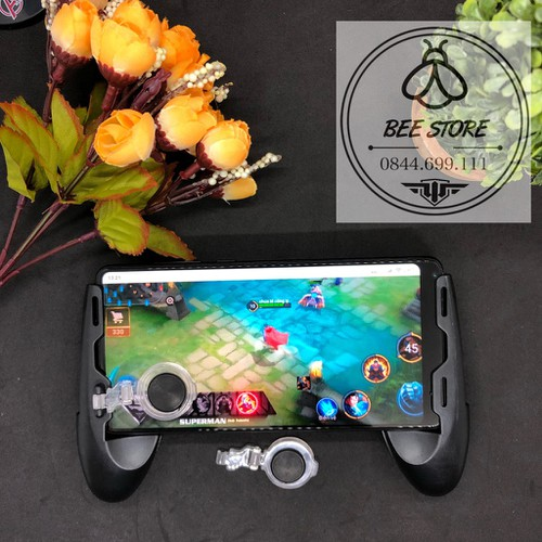 Có video tay cầm chơi game có nút hỗ trợ di chuyển và tản nhiệt cho điện thoại tặng kèm stick phụ và khăn lau