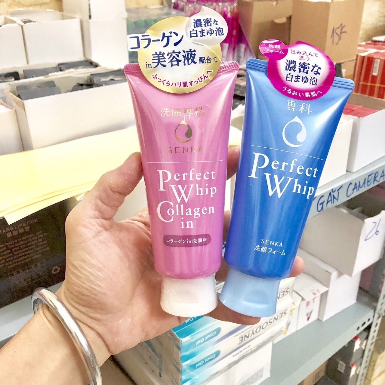 Sữa rửa mặt Perfect Whip collagen in màu hồng