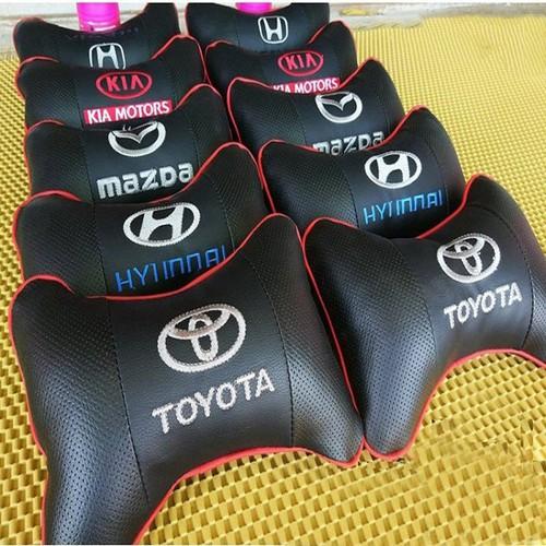 Gối tựa đầu trên ô tô bằng da có in logo các hãng xe