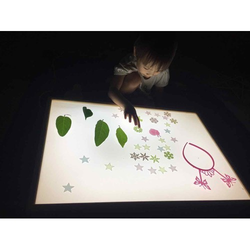 Bàn ánh sáng_ tặng kèm đồ chơi - 20359706 , 23093396 , 15_23093396 , 860000 , Ban-anh-sang_-tang-kem-do-choi-15_23093396 , sendo.vn , Bàn ánh sáng_ tặng kèm đồ chơi