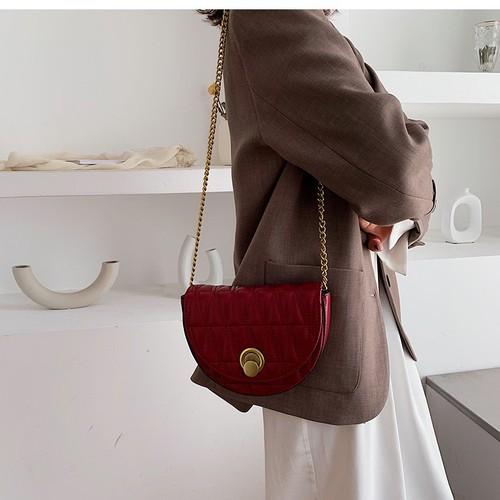 Túi đeo chéo nữ kiểu dáng xinh xắn