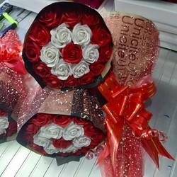 hoa hồng sáp 19 bông phối màu đỏ trắng