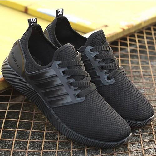 Giày sneakers cho cặp đôi cực chất