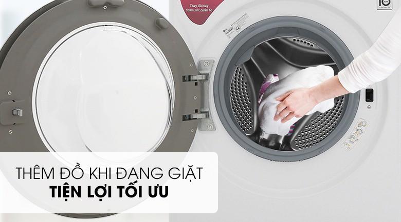 Dễ dàng thêm đồ giặt - Máy giặt LG Inverter 8 kg FC1408S5W