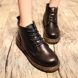 Giày boot nữ cổ trung da lì