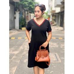 Đầm big size trung niên cổ V viền đỏ